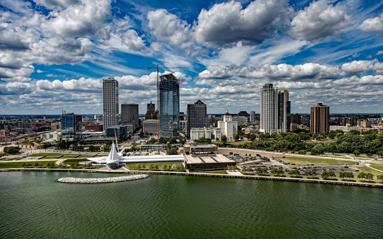 one of the best movers in milwaukee, milwaukee's best moving company, one of the best milwaukee movers